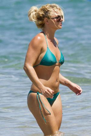 britney-hawai-bikini-home