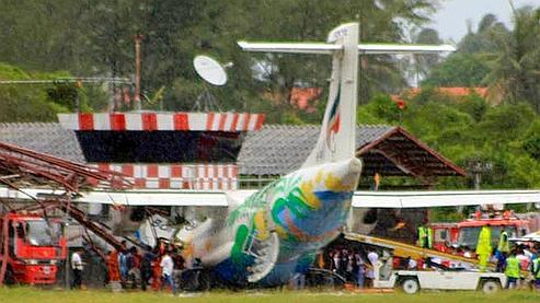 planete-buzz - actu and people - Thailalnd Plane Crash