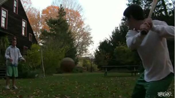 panier avec batte de baseball