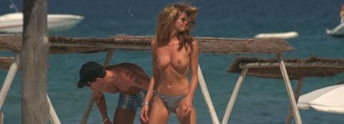 elle mcpherson sexy on the beach
