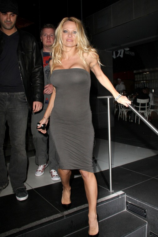 Pamela Anderson Sexy En Tenue De Soir 233 E Planete Buzz