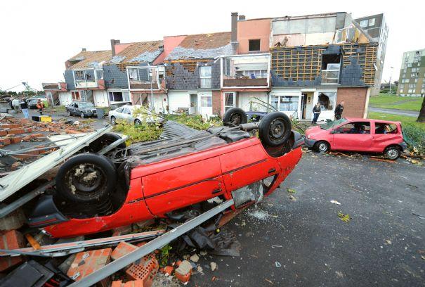une-mini-tornade-fait-3-morts-et-9-blesses-a-haumont_171