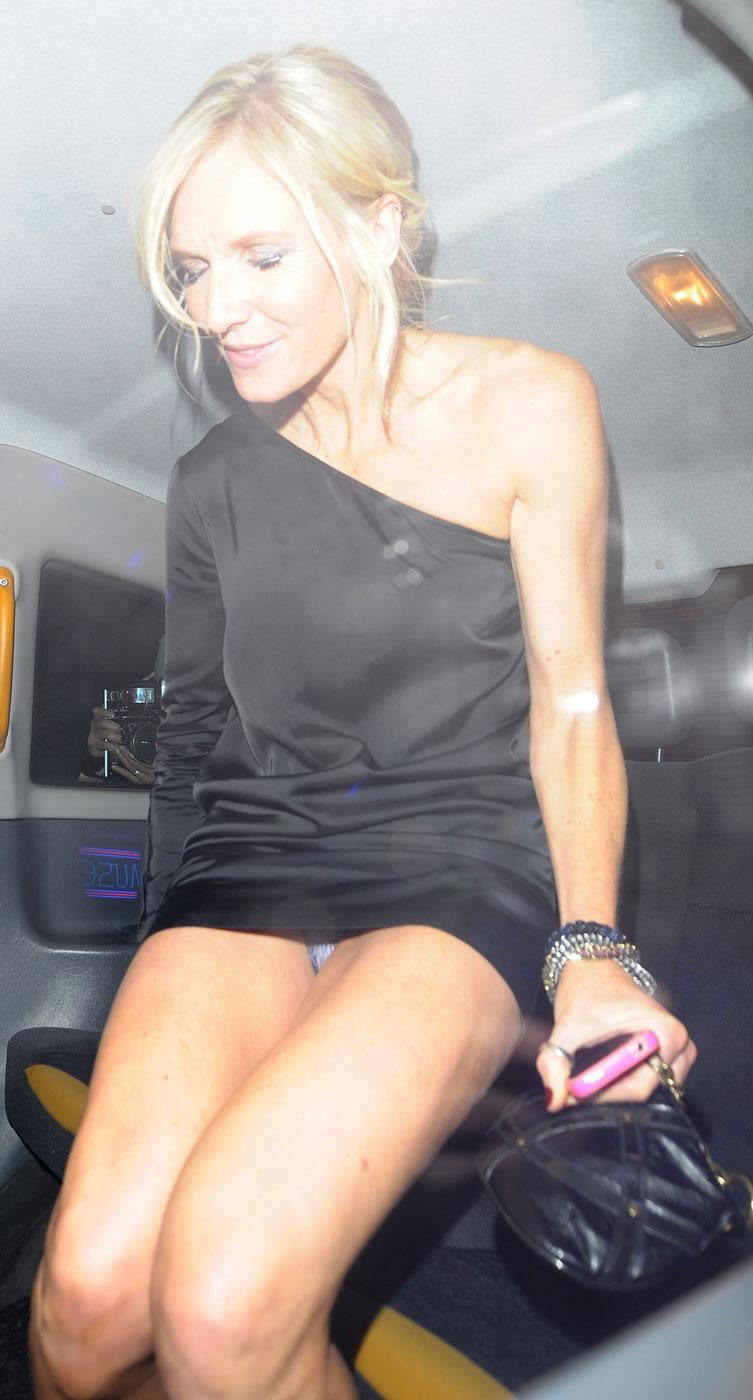 Upskirt sous la jupe super sexy mature - 3 5