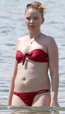 20150531-elizabeth-harnois-bikini-home