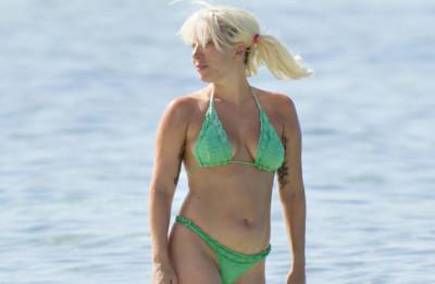 20150620-lady-gaga-bikini-home