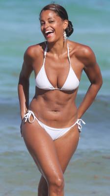 20150719-claudia-jordan-bikini-miami-1