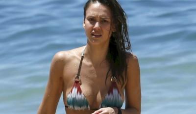 20160426-jessica-alba-bikini-home