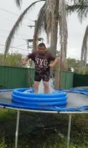 Régis avec un trampoline