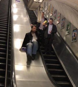 regis-bourre-metro-glissade