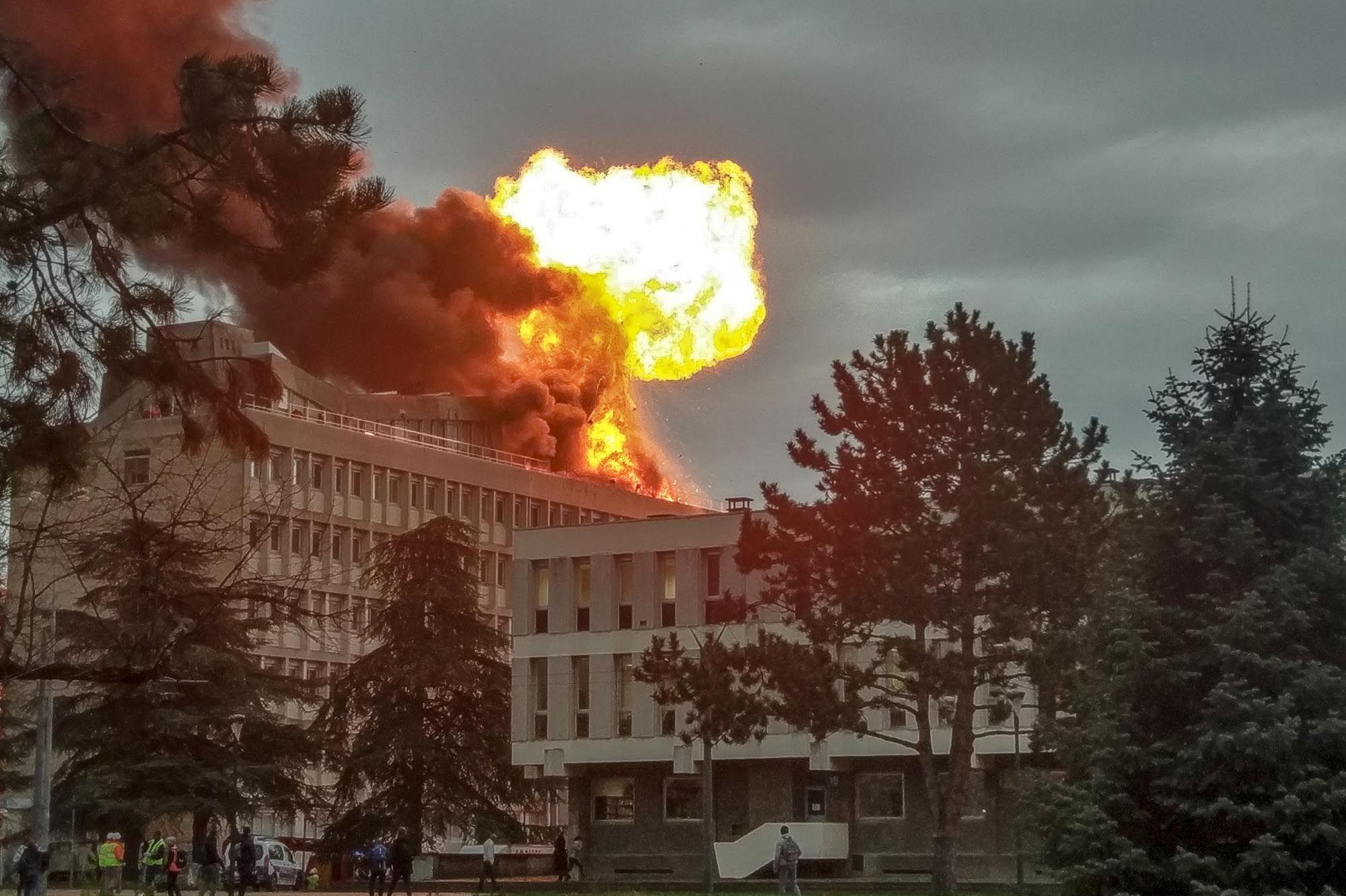 incendie campus 1 villeurbanne