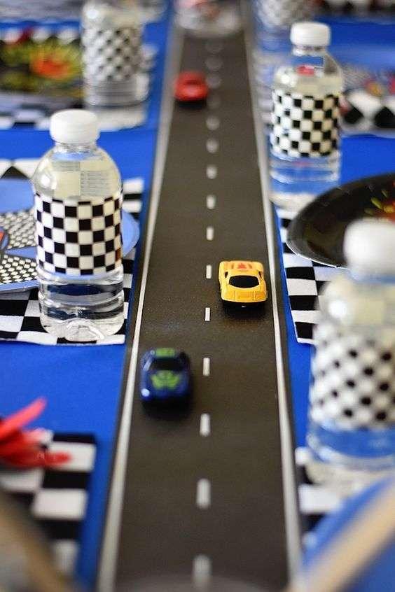 chemin de table - anniversaire - automobile