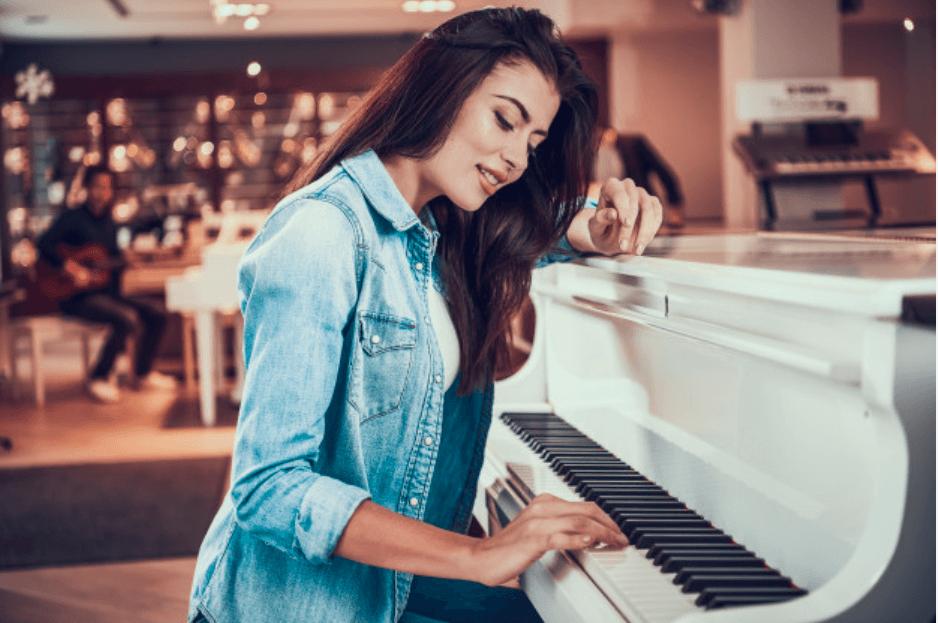 fille au piano