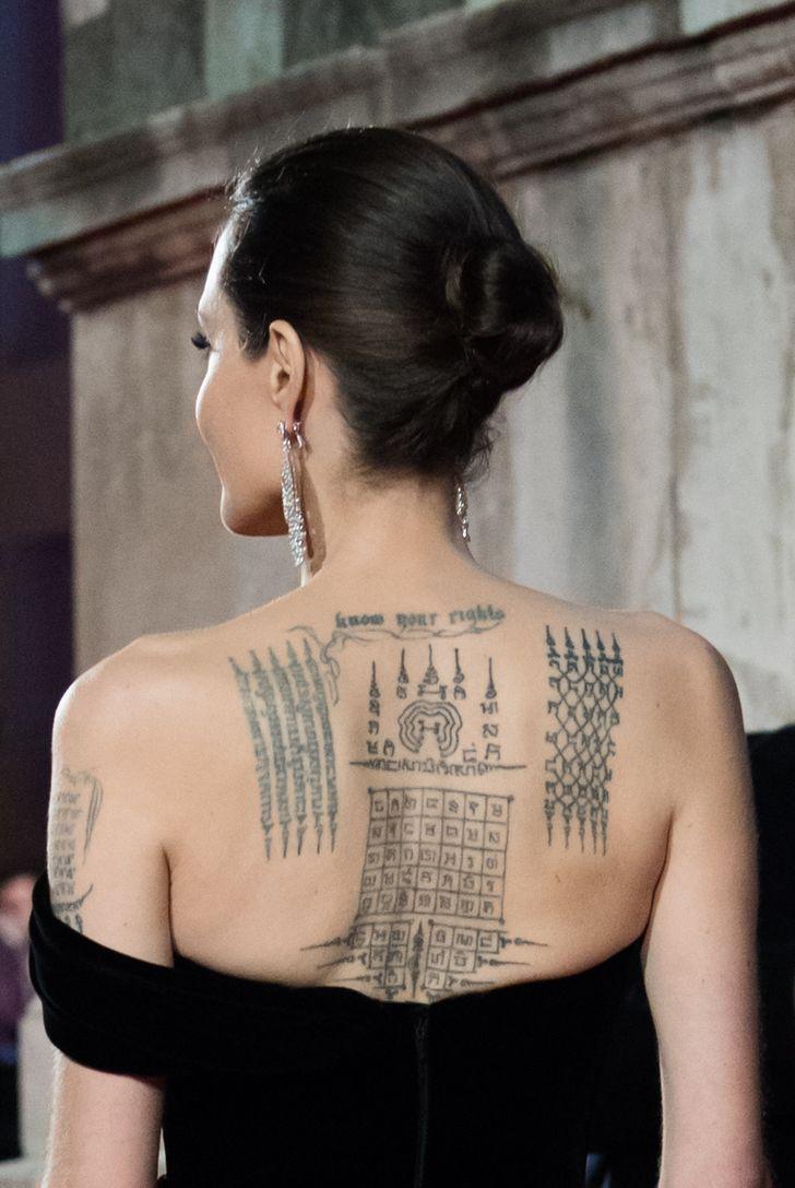 angelina jolie et son tatouage dans le dos